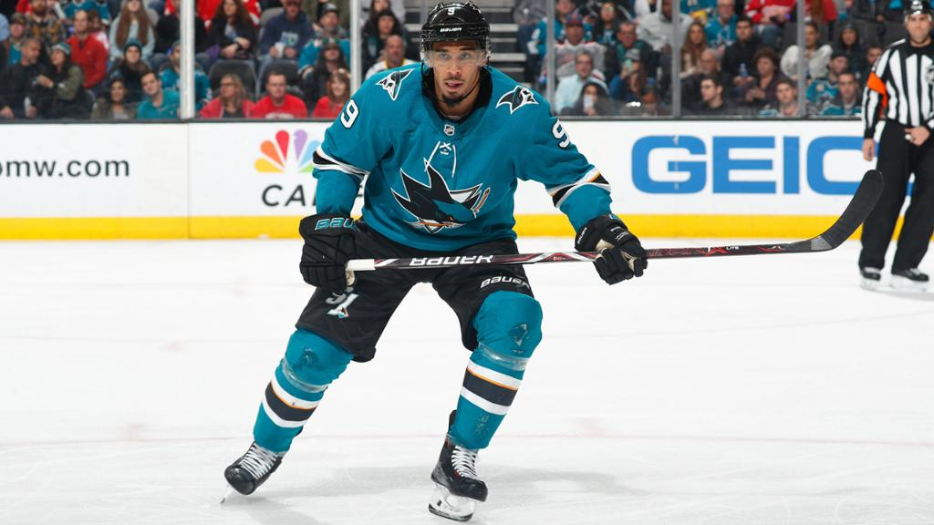 Kane signs seven-year contract with Sharks