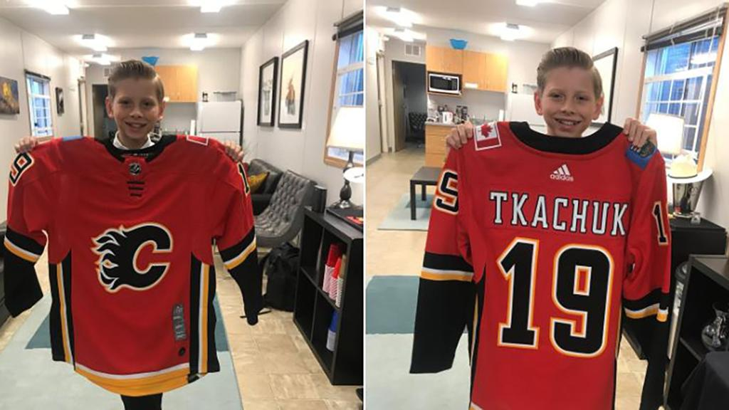 Tkachuk Sends Jersey To Viral Singing Sensation For Calgary Performance