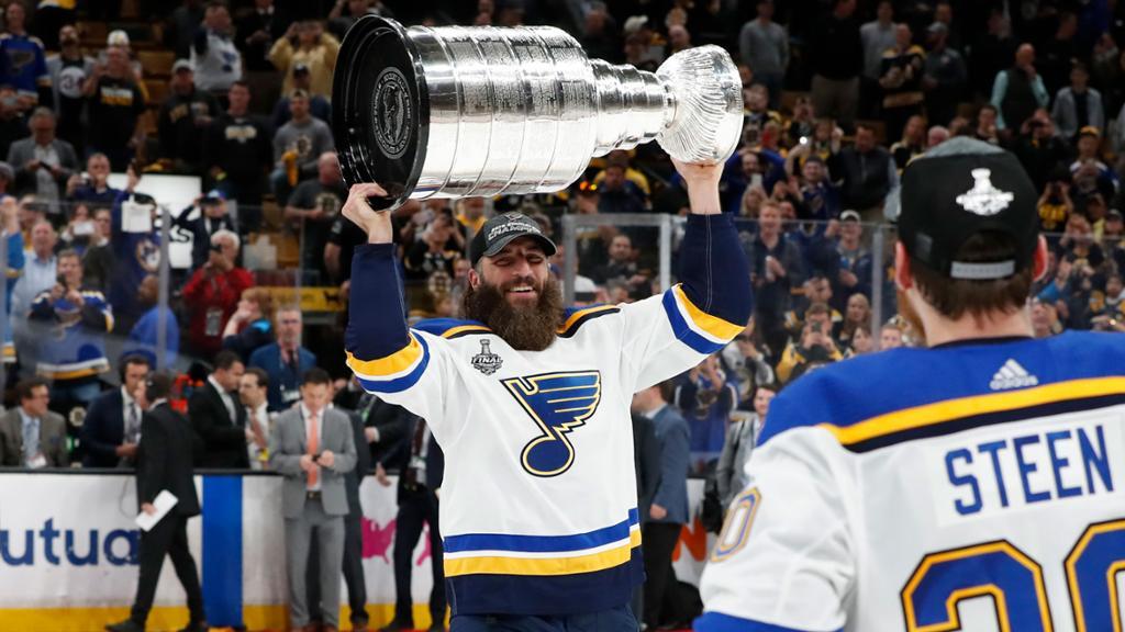 Thorburn announces retirement from hockey