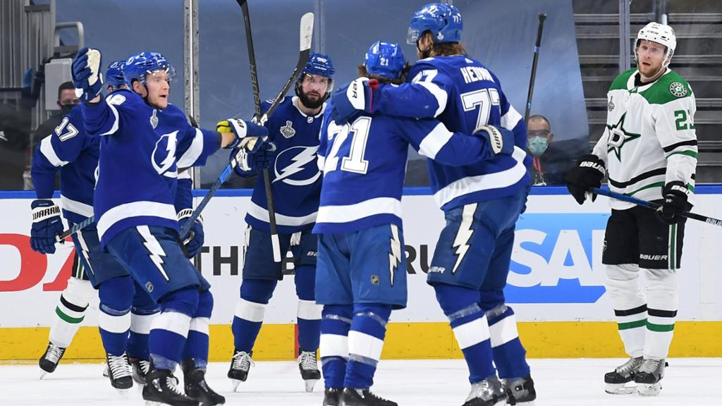 Lightning use fast start to top Stars in Game 2 of Cup Final