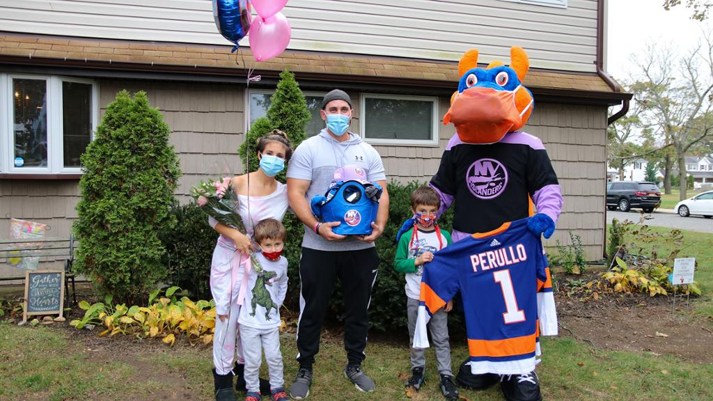 Isles Surprise Breast Cancer Survivors with Visit and Gifts   NHL.com