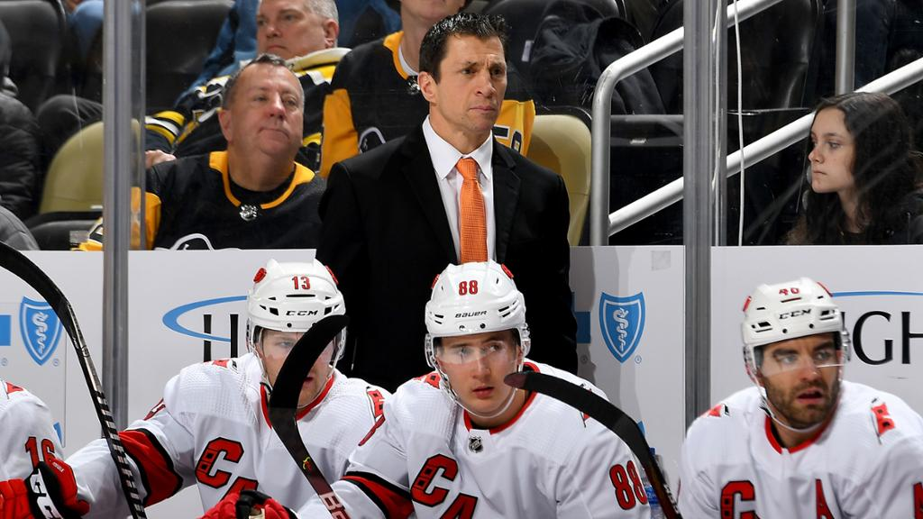 Brind'Amour agrees to remain coach of Hurricanes