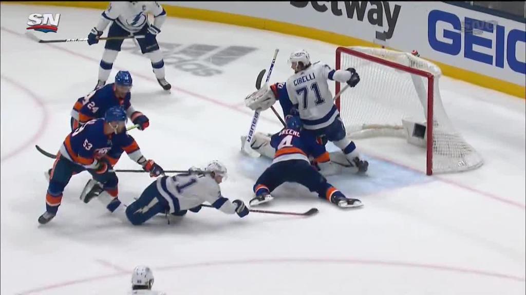 Lightning defeat Islanders in Game 3, take series lead